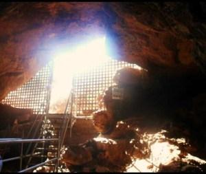 Una de las entradas a Cueva Victoria. Foto: Olaya
