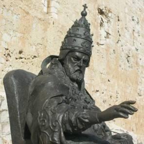 peñiscola estatua papa luna