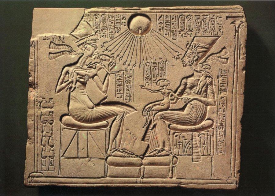 006_nefertiti-et-akhenaton_theredlist.jpg