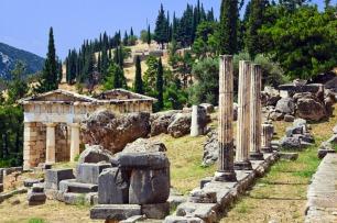 Vía de Delfos y Tesoro de los Atenienses